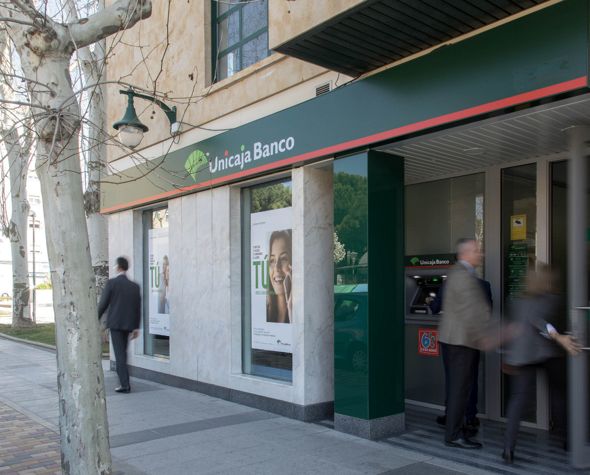 Unicaja Banco offers the possibility of splitting the payment of life and accident insurance free of charge