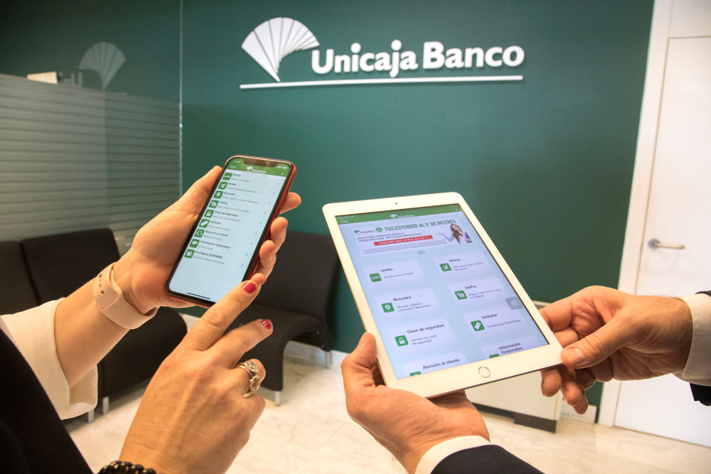 Unicaja Banco increases its digital banking activity during the state of alarm, with daily connections up by 14% and with mobile phones as the most used channel