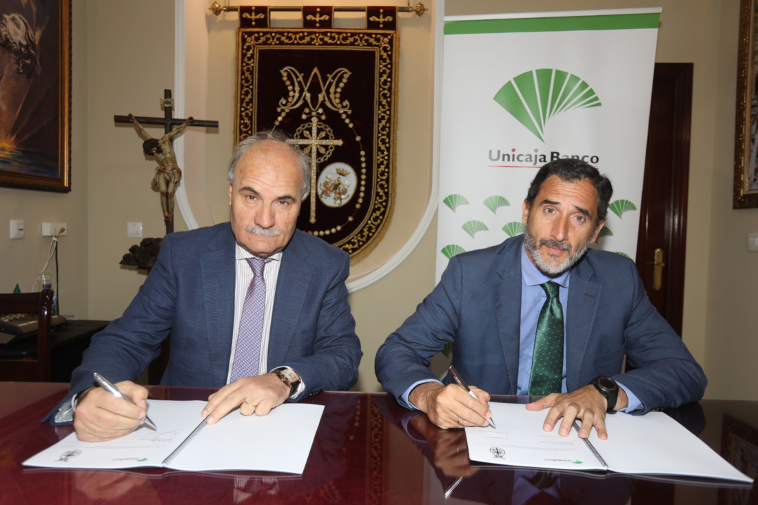 Unicaja Banco signs for the first time an agreement with the Consejo Local de Hermandades y Cofradías de Cádiz