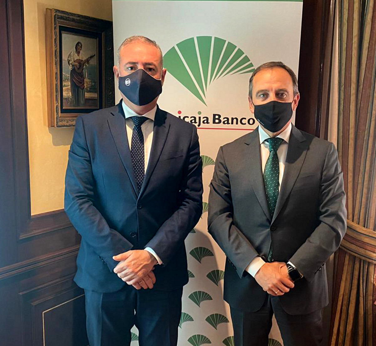 Unicaja Banco renews its agreement with the Colegio de Economistas de Málaga and offers advantageous financial conditions and advice to its 2,300 members