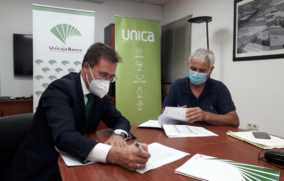 Unicaja Banco supports one more year the farmers of El Grupo de Granada with a comprehensive financial service to reinforce their activities in the context of the COVID-19 pandemic