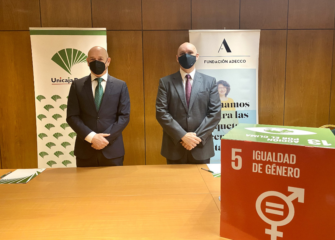 Unicaja Banco signs a new agreement with Fundación Adecco to collaborate in access to employment for women at risk of social exclusion
